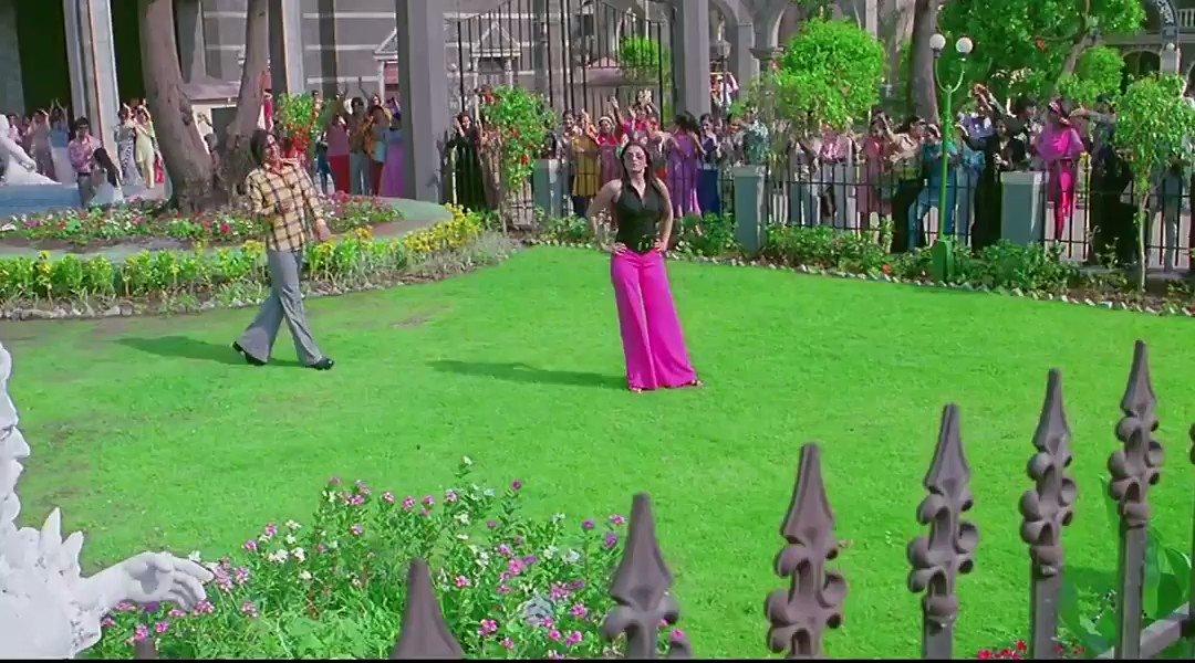 When you touch someone and you feel the spark 😂😂  #VipulAmrutlalShah @ShefaliShah_ @Aashin_A_Shah  #SunshinePictures #AkshayKuamr #AishwaryaRaiBachchan #AdityaRoyKapur #ActionReplayy #InstaReels #Reels #Comedy #movie #Bollywood #Actors   @akshaykumar @AdityaRoyKapur @NehaDhupia