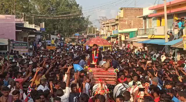 The enormity of the win in Aus is yet to sink in! Look at visuals coming in from various parts of India, welcoming their local heroes & you would yearn to be a part of this folklore. Visuals of @Natarajan_91 in Salem