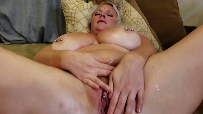 Sold my vid! MILF Creampie and Huge Squirt https://t.co/Hx5Xflnufb #MVSales https://t.co/j27w2m77kQ
