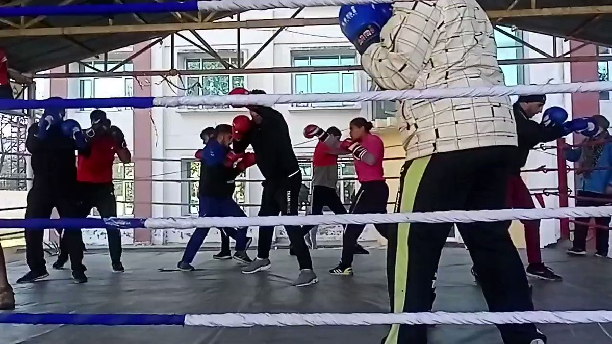 Recalling golden days of mine,Shadow boxing with J&k police Boxing team @FitIndiaOff  #newindiafitindia  @Media_SAI @IndiaSports @jk_yss @JKSportsCouncil @JmuKmrPolice @IWUFOfficial