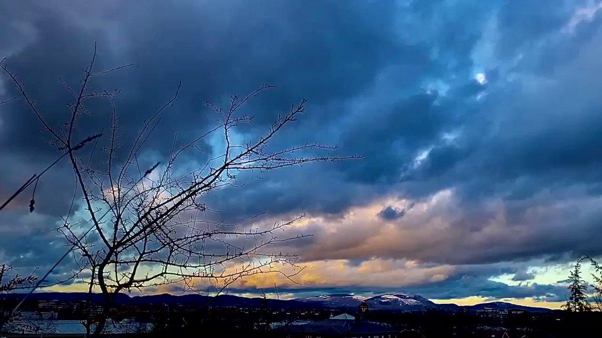 Atardecer al ritmo de las nubes #VitoriaGasteiz #Araba #photo #running