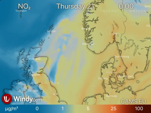Surface NO2 #airpollution as a tracer of strong winds circulating around #StormChristoph as it crosses the North Sea on 21-22 Jan in latest @CopernicusECMWF Atmosphere Monitoring Service @ECMWF regional ensemble forecast visualized by @windyforecast windy.com/-NO2-no2?camsE…