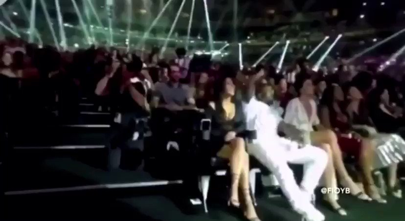 Replying to @YESEEGHOSTS: Kanye forcing a dead crowd to stand up during Rihanna's performance