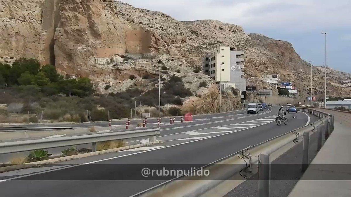⚠️ Las llegadas continúan a Canarias y a costas andaluzas.  - El Centro de Atención Temporal de Extranjeros de #Almería vuelve a estar por encima de su capacidad, como ocurrió en verano de 2020.  🚔 49 inmigrantes ilegales ya han sido trasladados al «Hotel Odyssey Aguadulce****».