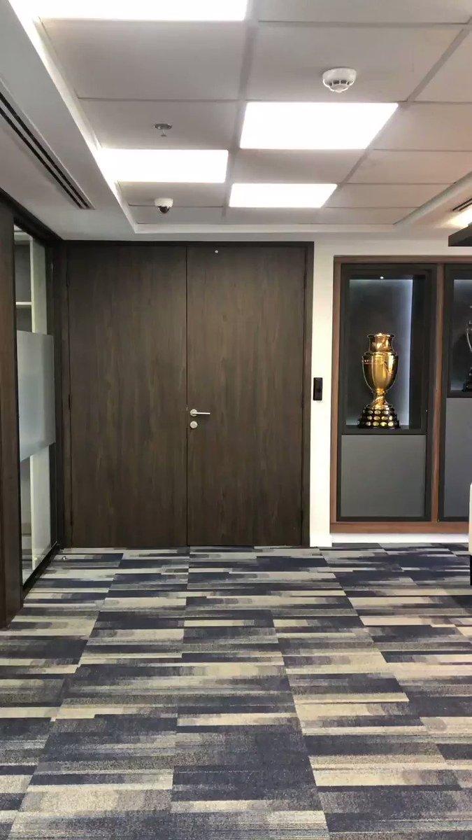 El trofeo 🏆 de la CONMEBOL @Sudamericana será la estrella cuando @clublanus y @ClubDefensayJus se enfrenten por #LaGranConquista. Estamos ajustando los  detalles para que Sudamérica y el mundo vivan una final inolvidable. @agdws: ¡Viva el fútbol sudamericano, el mejor del mundo!