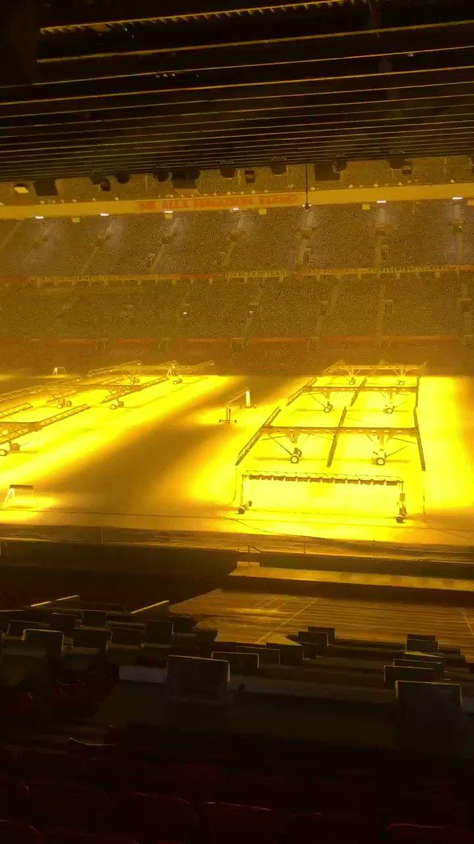 @6hellsbells Your singing here was the highlight of the night @6hellsbells #MUFC #MUTV