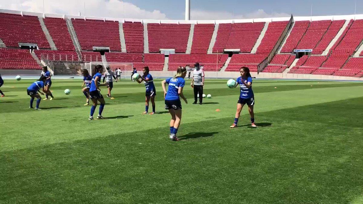 👏 Buena practica en Ñuñoa   🇨🇱 #LaRojaFemenina entrenó en el Estadio Nacional con miras al repechaje olímpico ante Camerún 🇨🇲