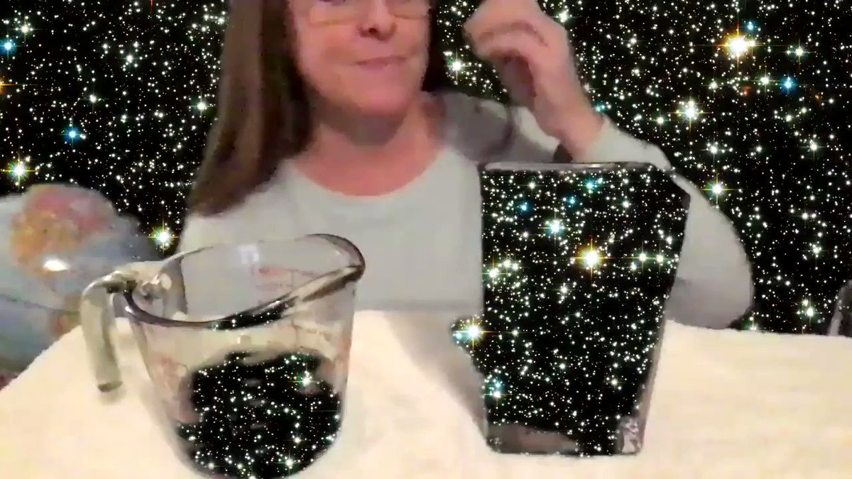 Tweet 2 ... I put green food coloring in water & then made the video for my kinders in front of a green screen. I didn't know if it would work, but I was delighted with the outcome! #SeñoraAmor @CaptSTEM @GreenScreenGal @BiscottiNicole @ReneeWellsSTEAM @dailystem @kyb4_burrell