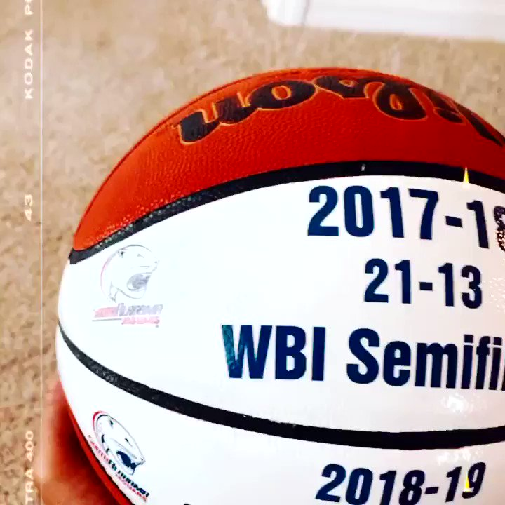 #ThankfulThursday Much appreciation to @Tfowl24 for this memorable basketball Thanks for being so thoughtful. I truly enjoyed my 7 year ride with you and @WeAreSouth_WBB Thanks Coach! ❤️💙🐆