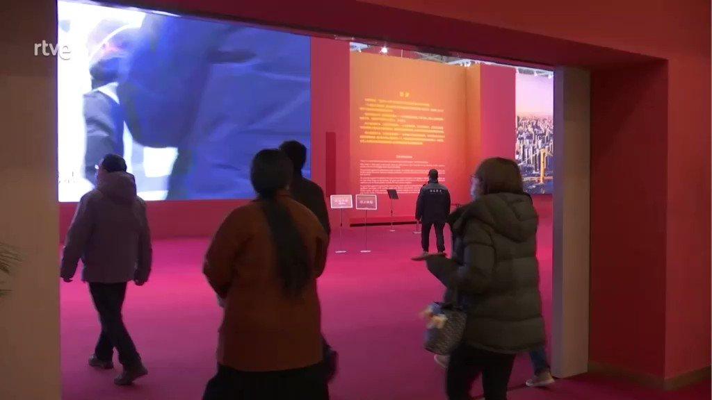 #Wuhan Un recorrido entre la emoción y la propaganda gubernamental. Así es el museo dedicado a la lucha de esta ciudad que sufrió el primer azote de la Covid. Nosotros con Yiran y @Jaime_CastroG lo hemos recorrido @telediario_tve  #1añodelcierre