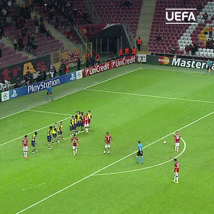 📅⏪ #TalDíaComoHoy en 2013 llegaba al @GalatasaraySK...  ¡Qué jugador Wesley Sneijder! 😍  #UCL | @sneijder101010