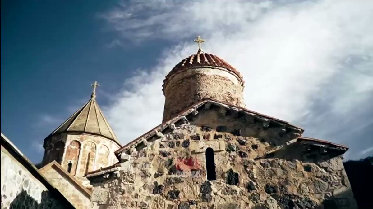 Apparently, when #Kalbajar was about to be returned to #Azerbaijan, Armenia sent a group to detach a nearly 800-year-old #fresco from #Khudavank Monastery and take it to #Armenia. In this video, a priest at Khudavank testifies to this outrageous #vandalism and art theft