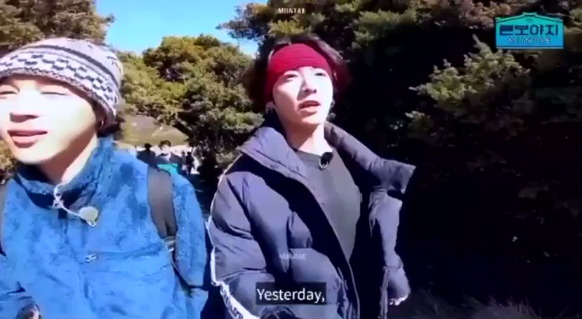This always makes me soft cause jungkook was telling what happened to him yesterday to jimin and jimin was just listening attentively