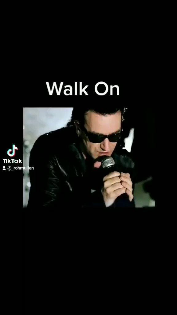 """O vírus da """"fome"""" mata  8.500 crianças  , a vacina chama-se """"comida""""#Reflection  #walkon #U2"""