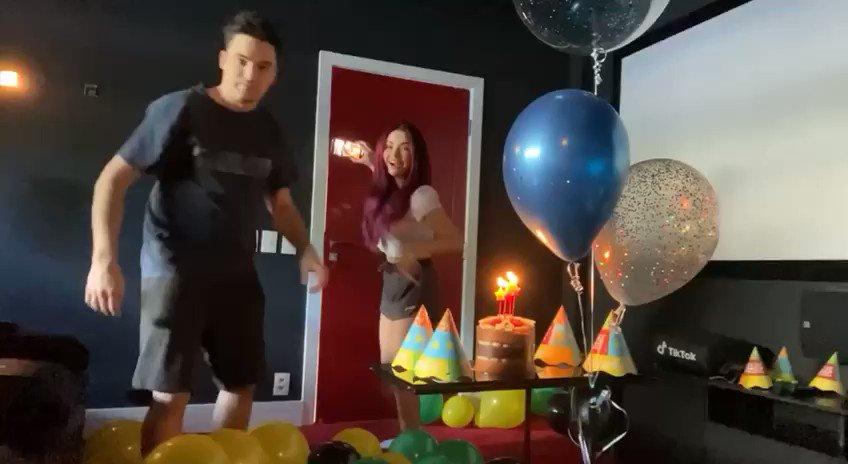 O vídeo de hoje é um vlog super especial! A @eibrunagomes e a Aline organizaram uma festa surpresa pro @felipeneto. 🥺❤️  Confira: