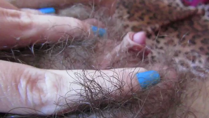 Another vid sold! Worship my fucking hairy pussy https://t.co/fTYmjJxnsR #MVSales https://t.co/fTcFP