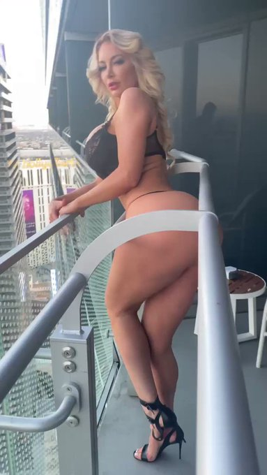 Always dangling above heights new video on my onlyfans https://t.co/89K0kn0aCx 🔥🔥 https://t.co/0iw79