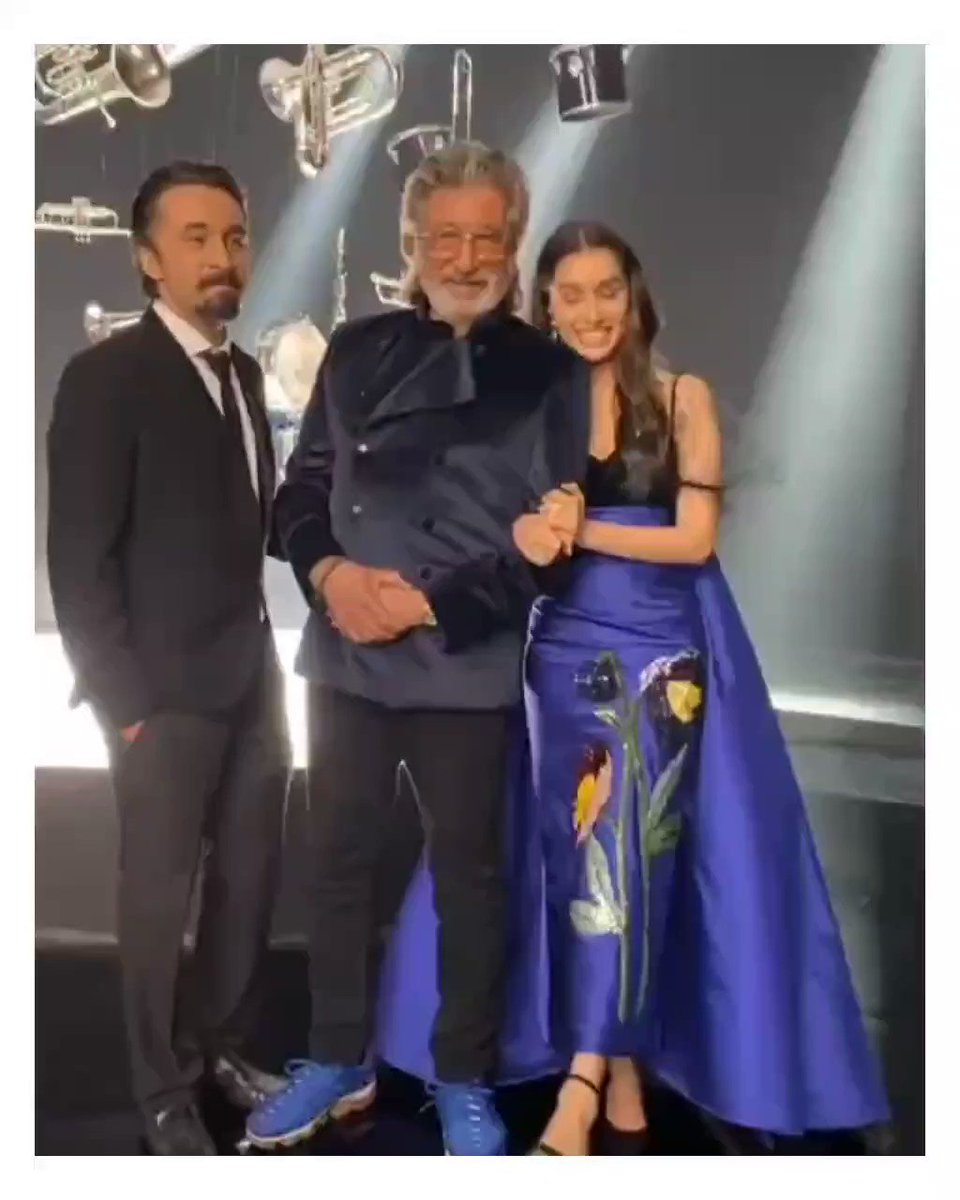 Reposted from @siddhanthkapoor Banter with these two all the time 😂🤣😂😂🤣♥️♥️♥️♥️♥️😘😘😘😘😘🌟🌟🌟    #ShraddhaKapoor #shaktikapoor #siddhanthkapoor #ipmlonzeetv #Ipml #zeetv #Hereforshraddha