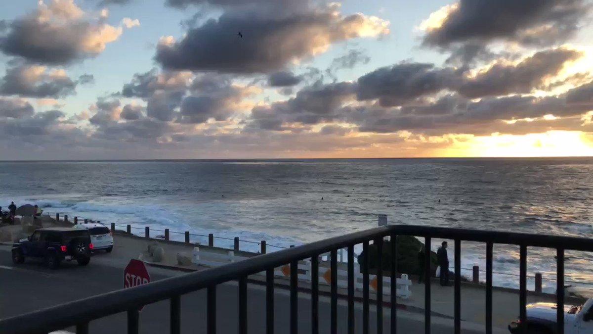 #sunset #ocean #oceanside #sandiego #weekend #luxury #FridayFeeling 🌊 🌅