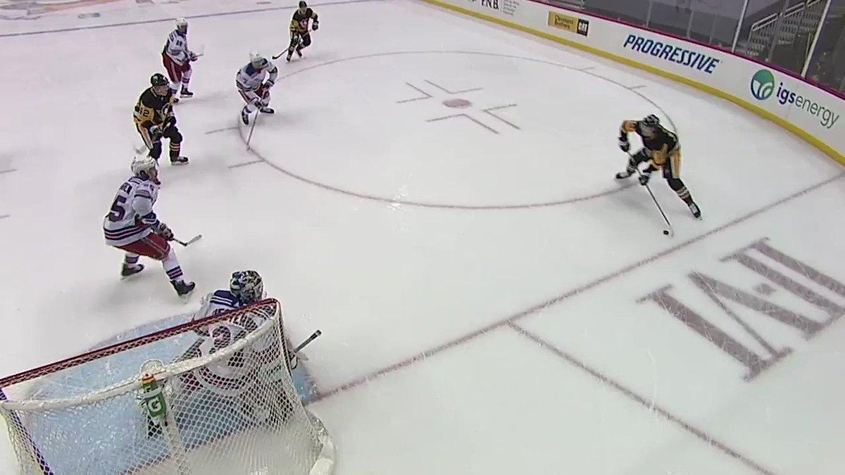 .@NYRangers Ryan Lindgren scores on his own net... that's a Dang-It. 🤦♂️   cc: @Steve_Dangle #NHLonSN #ItsOn