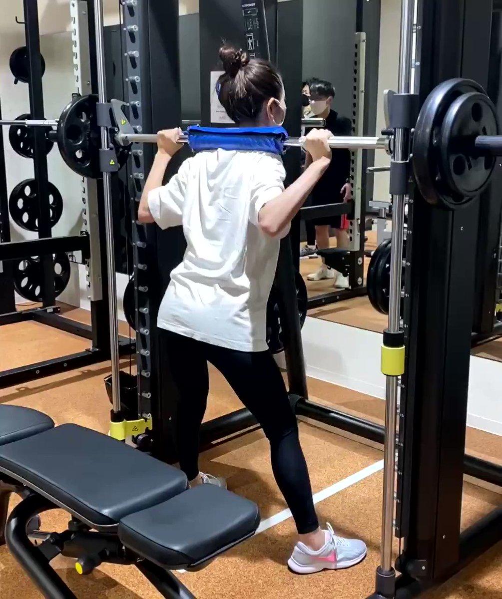 お尻よ〜 垂れたらイヤや〜 上がれ上がれ〜〜〜  と願いながら。  #筋トレ #尻トレ #gym #workout