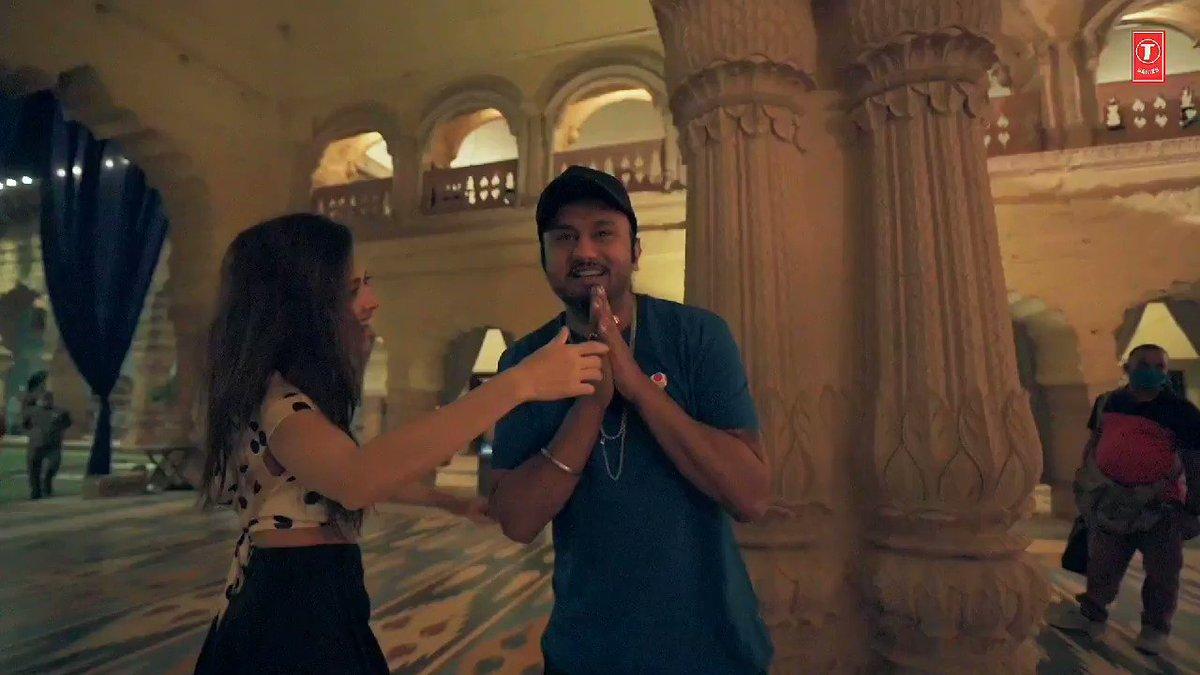 Watch the amazing Yo Yo Honey Singh and Nushrratt on the sets of #SaiyaanJi chit chatting. Get ready to hit the floor. Releasing on 27th January!   #BhushanKumar @asliyoyo @Nushrratt @iAmNehaKakkar @itsmihirgulati #LilGolu #HommieDilliwala #ShaliniTalwar #BobbySuri