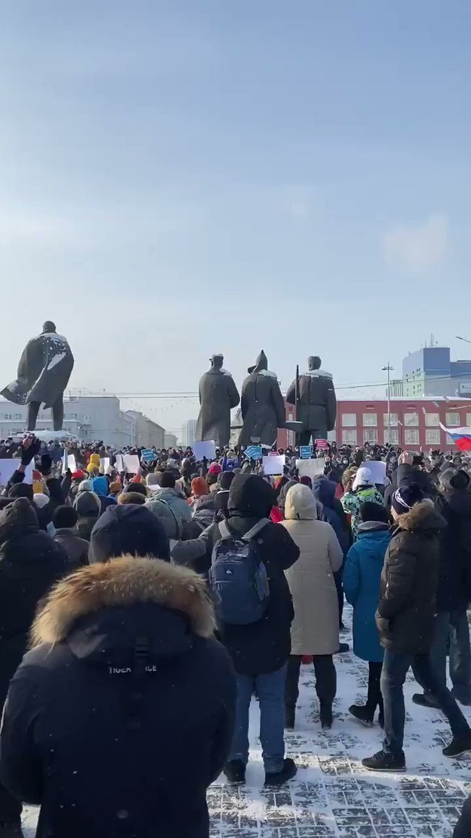 It is cold on the outside, but warm on the inside in Novosibirsk. #освободитенавального @navalny https://t.co/F6jqSIxd8P