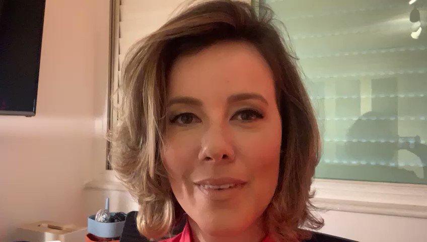 No novo episódio do #PapodePolítica @NatuzaNery, @juliaduailibi, @majucoutinho e @AndreiaSadi falam sobre a vacinação a conta-gotas, a falta de insumos para fabricação de mais imunizantes e os erros na condução das relações exteriores:   #GloboNews