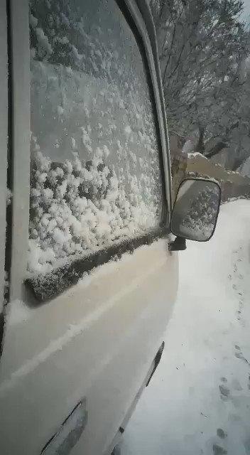 Snow falling in Skardu right now   #skardu #BeautifulPakistan https://t.co/M95jOQcErZ