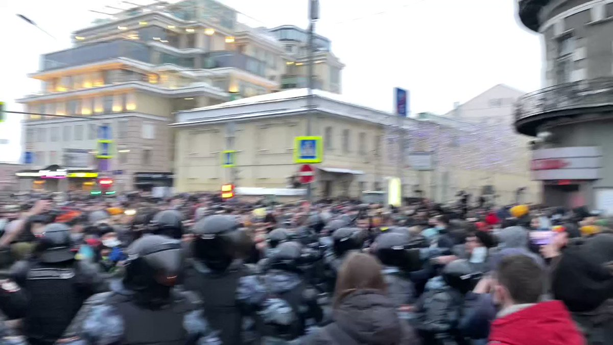 .@navalny protesters are young & angry. Riot police not in a good mood either