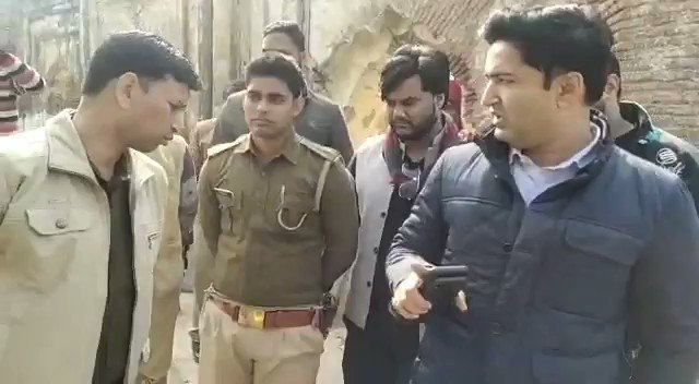 धर्मनगरी बिठूर में चंद लोगों द्वारा मन्दिर की जगह पर मस्जिद निर्माण करने का प्रयास किया जा रहा था, स्थानीय पुलिस खुद यह निर्माण करा रही थी, जानकारी प्राप्त होने पर तत्काल अवैध निर्माण को मेरे साथ स्थानीय लोगों द्वारा रुकवाया गया  जय श्री राम