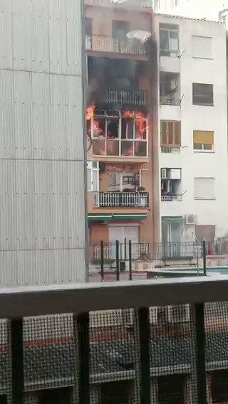 Image for the Tweet beginning: 🔴Un incendi domiciliari al carrer