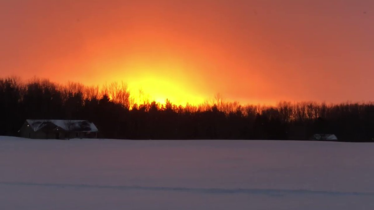 @whec_slarocca @poppoole1 @wxbywilliams @TracieMariBella Tonight's sunset with light snow falling. Rare. This from the Black Creek Park.  #sunset  #Weather
