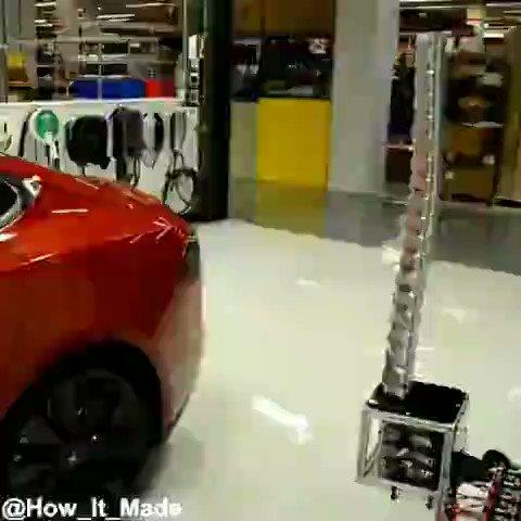 سیستم شارژ خودروهای #تسلا مدل S با استفاده از یک بازوی رباتیک!
