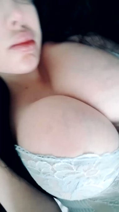 Big boob, big lips, big bum 💦 head over to my Only Fans for more https://t.co/MRG5b44Psd