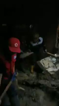 In #Indonesia Red Cross volunteers have been working all night and day rescuing people and helping as large areas have been been submerged by more floods near Manado, north Sulawesi.   Thanks volunteers and @palangmerah teams. 👏❤️ @ifrc