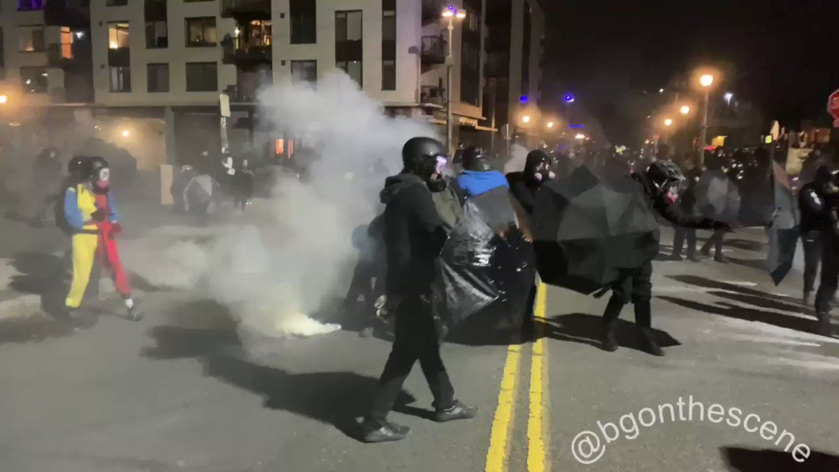 Scenes of chaos erupted again in Portland as #antifa rioted at the ICE building, forcing federal officers to fire off flash bangs and tear gas. #PortlandRiots