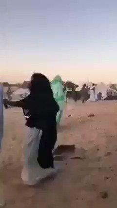 Des milices du #Polisario dans les camps de #Tindouf en #Algérie utilisent la force contre les #réfugiés sahraouis détenus, pour les empêcher de protester contre la politique de la direction du Polisario, qui rejette la proposition d'autonomie proposée par le #Maroc