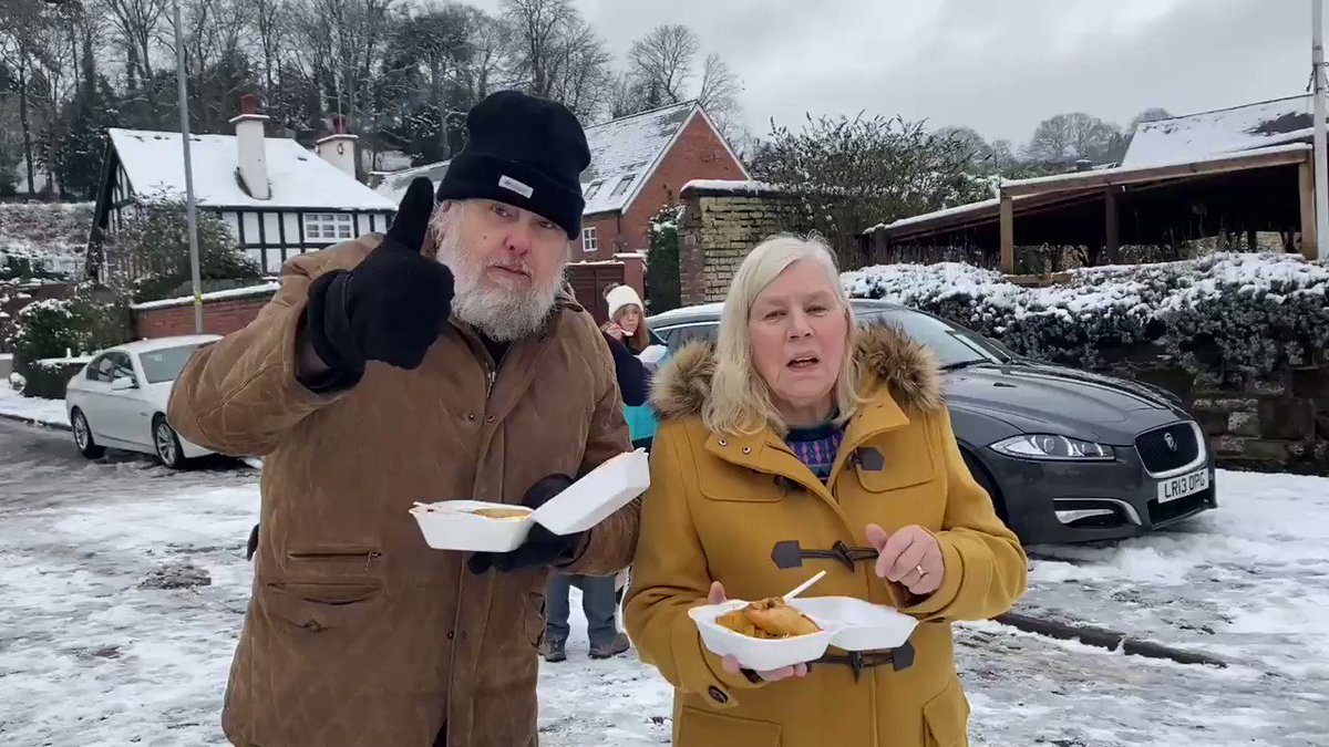 Come on over folks !! Our free food stall is all set up outside the Black Boy Inn, #Bewdley! @ITVCentral @worcestshire #FloodsRelief khalsaaid.org