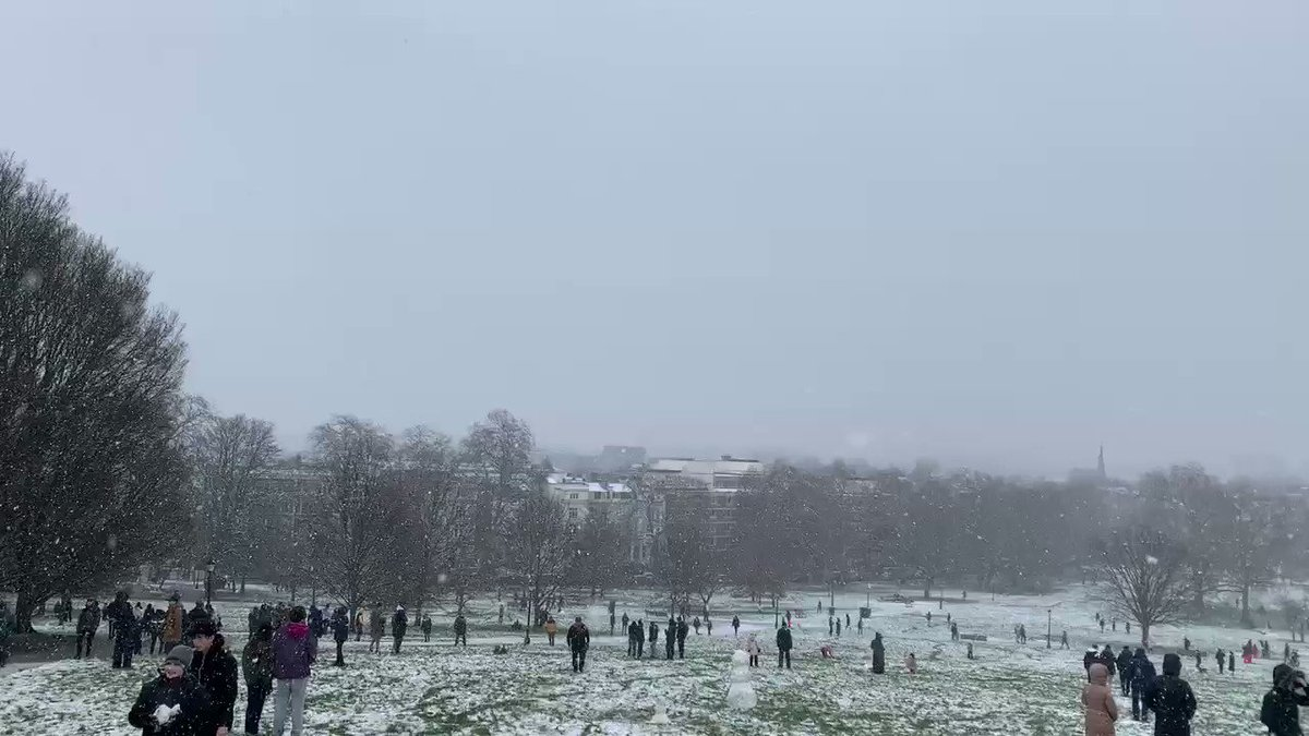 Primrose hill Snow! The police came to break the crowds up but then left. Can't blame them. #PrimroseHillSnow