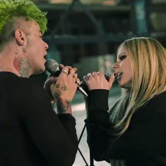 Avril Lavigne ha vuelto a sus orígenes con una nueva canci...¿¿¿¿¿DÓNDE ESTÁN MIS CONVERSE?????