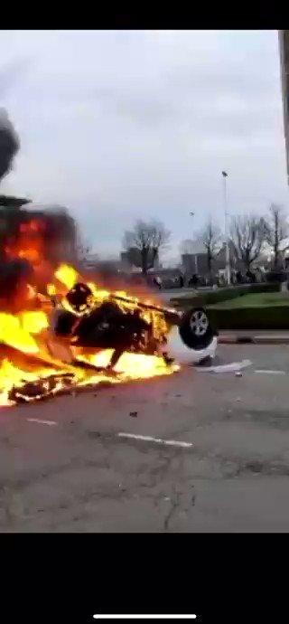 #Netherland  Several Vehicles were set on Fire 🔥🧑🚒  @JumboSupermarkt  #Eindhoven #Breaking #Breakingnews