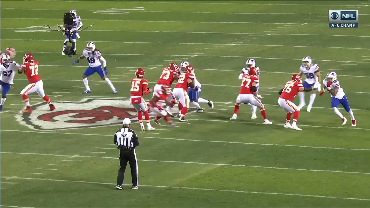 Mahomes had them fooled with the pump fake 👀 @PatrickMahomes @tkelce @Chiefs   📺 #BUFvsKC on CBS