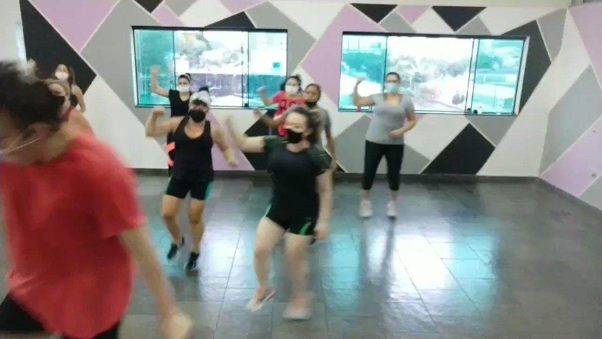 É zumba auê 💃🎶 Venha participar dessa aula maravilhosa com essa turma!  #auladedanca #Zumba #SBC #Sp #galeralinda #animacao #agito #fitness #fitdance #Quemdancaemaisfeliz #musica #academia #BBB21 #dancar #globo #vamosdancar