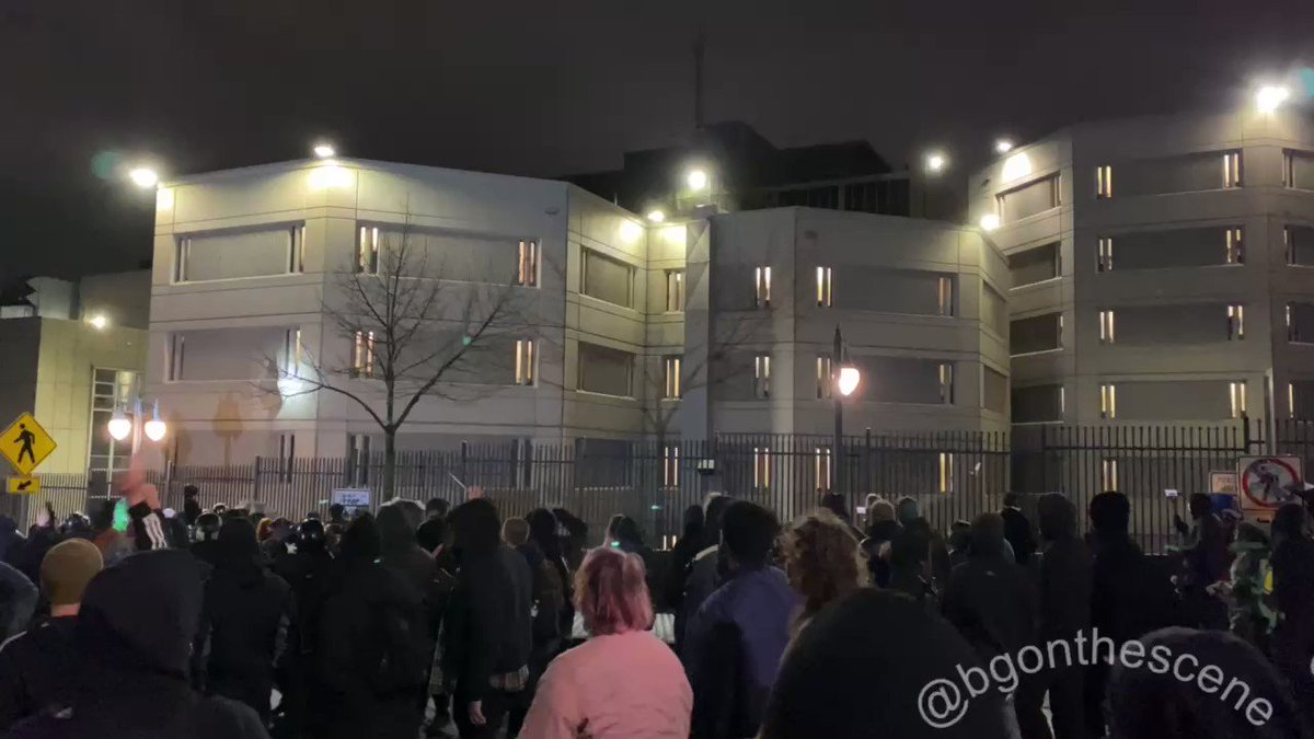 """Protesters march past the Pierre County Jail, stopping to chant """"Free them all!"""" as some rattle the fence outside #Tacoma #Tacomaprotests #Washington"""