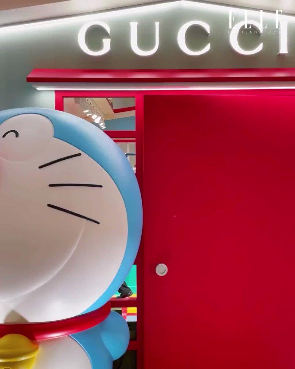 """มาฟัง @gulfkanawut พูดถึงลุคของตัวเองจาก @gucci คอลเล็กชั่นสุดพิเศษ Doraemon X Gucci ที่มาพร้อมกับตัวการ์ตูนญี่ปุ่นชื่อดัง """"โดราเอมอน"""" ซึ่งรังสรรค์ขึ้นเพื่อเฉลิมฉลองปีฉลู และการครบรอบ 50 ปีของการ์ตูนโดราเอมอน  #DoraemonxGucci #GucciPin  #GulfKanawut"""