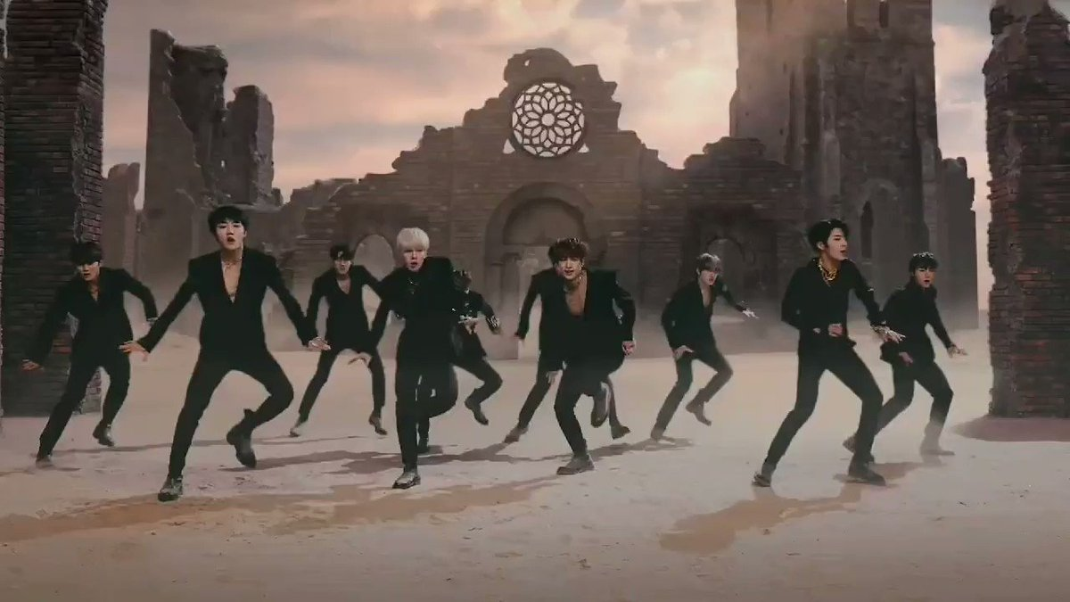 this part where youngtaek stays still while the rest of the members are dancing is so powerful. his pose and expression never disappoints. im so proud of youngtaek 🔥 #YES_GOLCHA_BURN_IT #GoldenChild #골든차일드 @GoldenChild