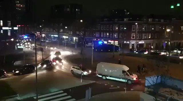 In #rotterdam is het een kat-en-muisspel tussen de demonstranten en politie. #rellen #avondklokrellen