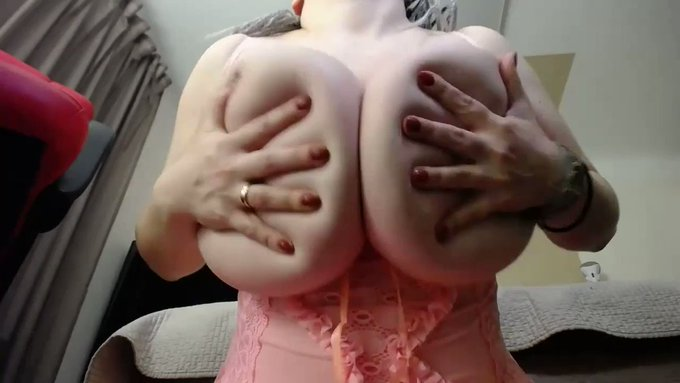 Thank you for buying! Liveshow Talking about my bigger boobs https://t.co/8a3KvtgZcI #MVSales https://t