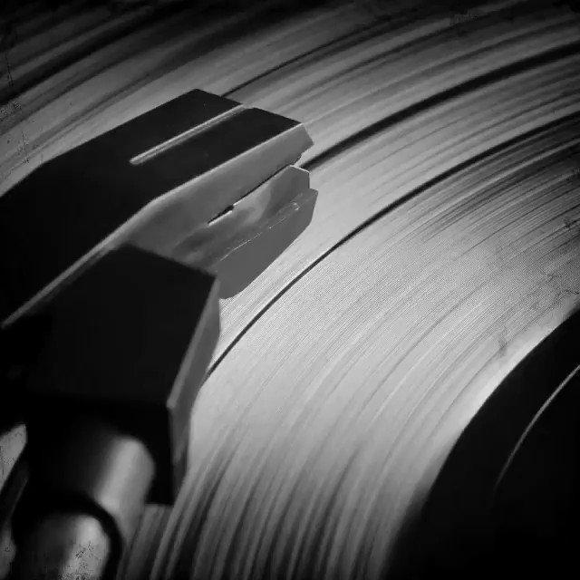 Piano y voz. #TravesurasBlanco , 12 de Febrero en todas las plataformas.